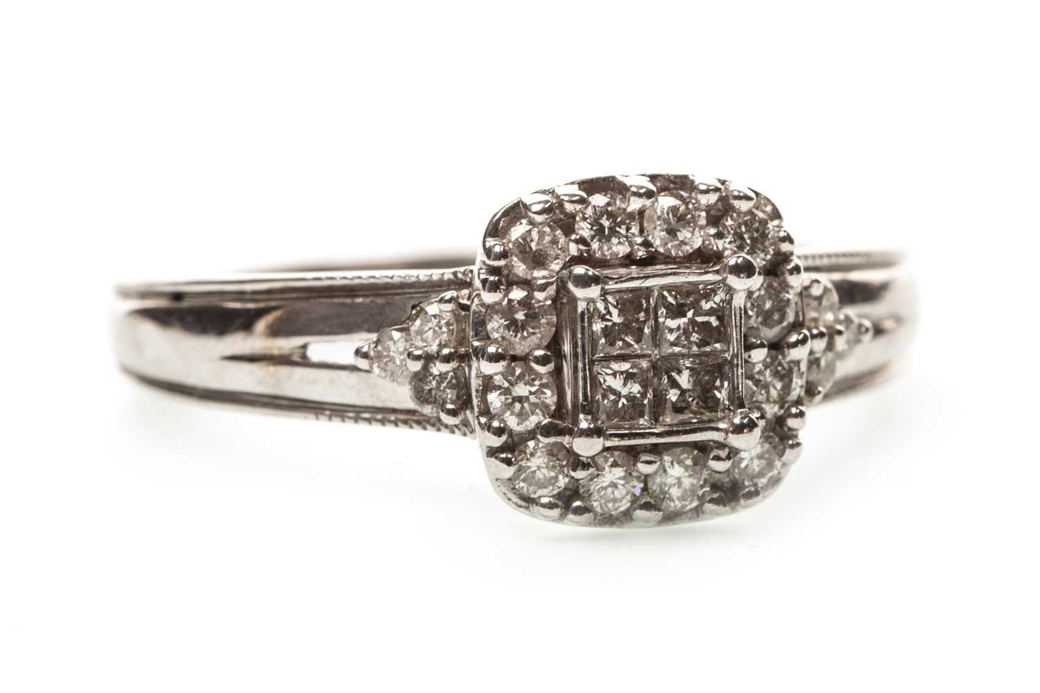 Lot 31-A DIAMOND CLUSTER RING