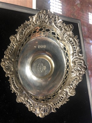 Lot 844 - A VICTORIAN SILVER AND GLASS INKWELL