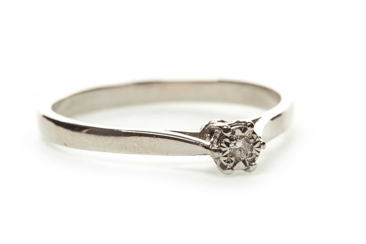 Lot 105-A DIAMOND SOLITAIRE RING