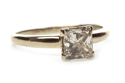 Lot 37-A DIAMOND SOLITAIRE RING