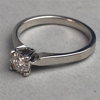 Lot 318-A DIAMOND SOLITAIRE RING