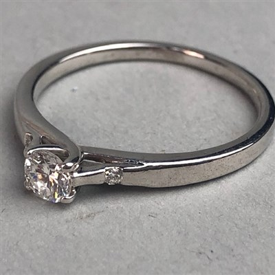 Lot 325-A DIAMOND SOLITAIRE RING