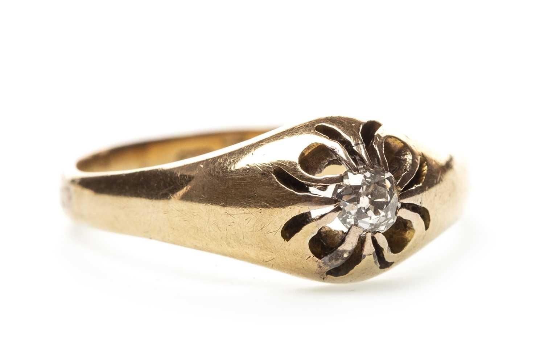 Lot 11-A GENTLEMAN'S DIAMOND RING