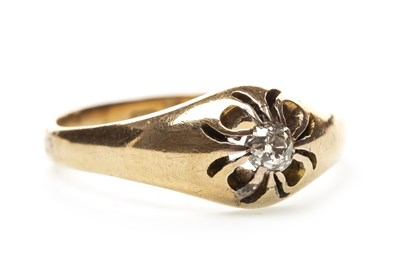 Lot 33-A GENTLEMAN'S DIAMOND RING