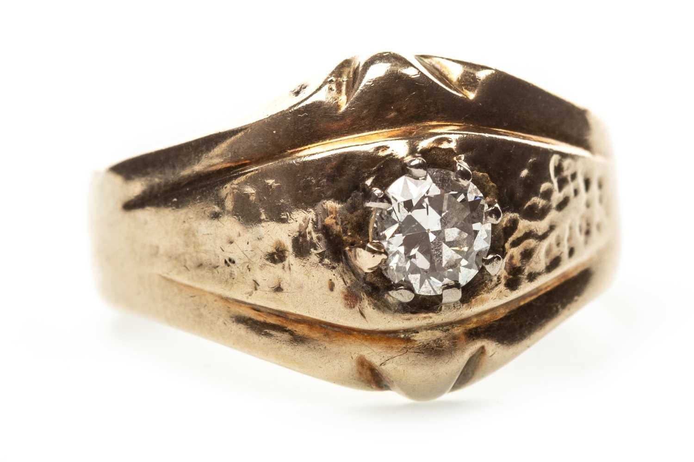 Lot 17-A GENTLEMAN'S DIAMOND RING