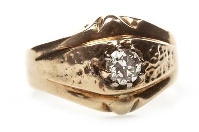 Lot 34-A GENTLEMAN'S DIAMOND RING