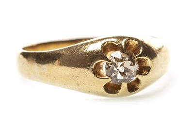 Lot 26-A GENTLEMAN'S DIAMOND RING