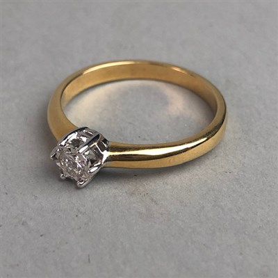 Lot 333-DIAMOND SOLITAIRE RING