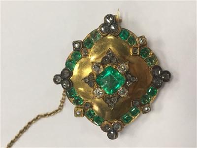 Lot 32-A FINE VICTORIAN GREEN GEM SET AND DIAMOND BROOCH