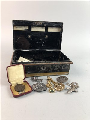 Lot 33-A GROUP OF VICTORIAN AND COSTUME JEWELLERY