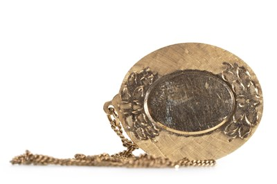 Lot 9-A GOLD PENDANT ON CHAIN