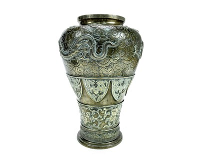 Lot 1013-A LARGE EARLY 20TH CENTURY CHINESE BRONZE VASE