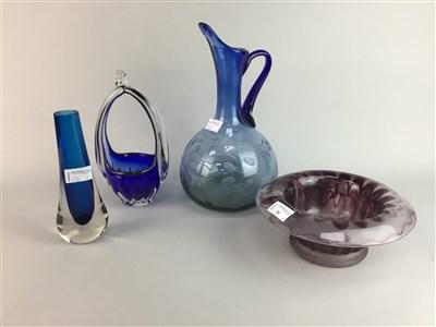 Lot 26-FOUR ITEMS OF STUDIO GLASS