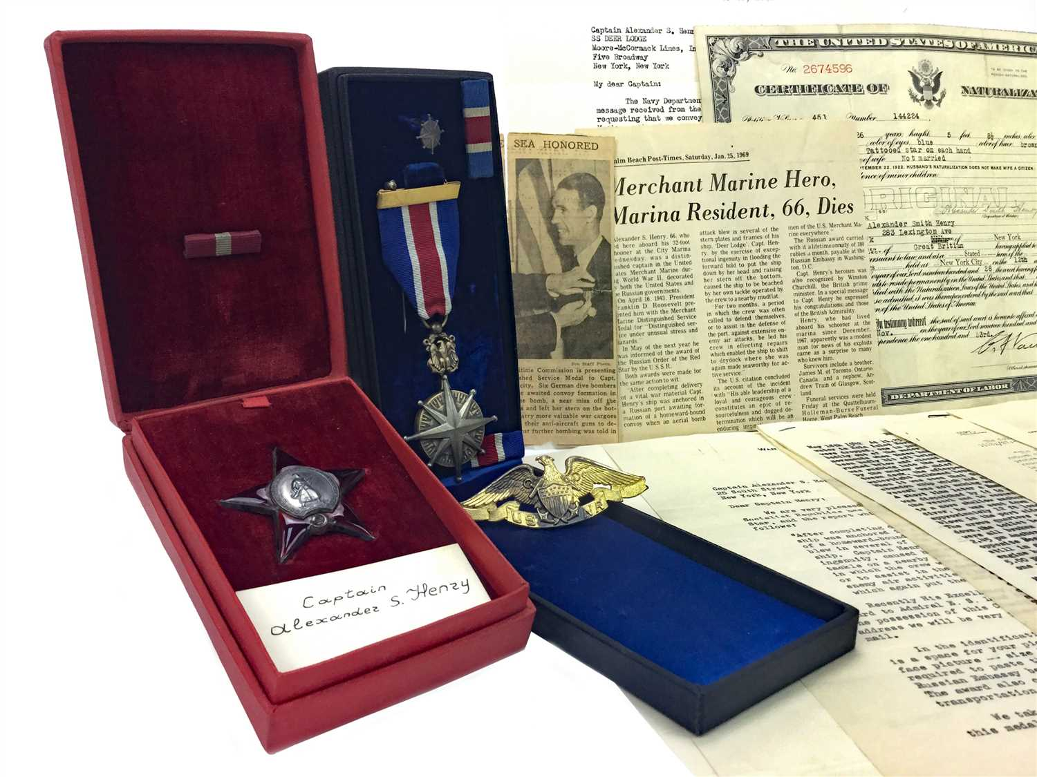 Lot 1544 - A UNITED STATES MERCHANT MARINE DISTINGUISHED SERVICE MEDAL