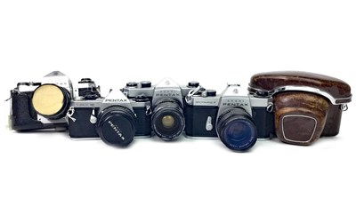 Lot 1474-A LOT OF FIVE PENTAX CAMERAS WITH VARIOUS LENSES