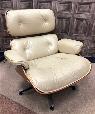 Lot 1607 - AN EAMES STYLE LOUNGE CHAIR