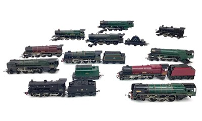 Lot 1556-A LOT OF HORNBY AND OTHER 00 GAUGE LOCOMOTIVES