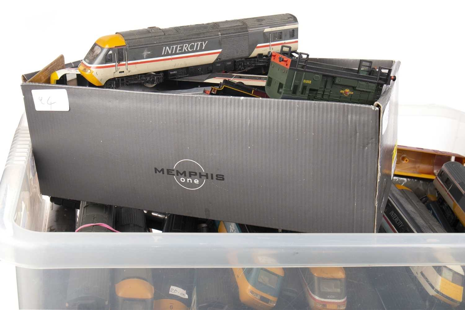 Lot 1557-A LOT OF HORNBY 00 GUAGE INTER CITY TRAINS