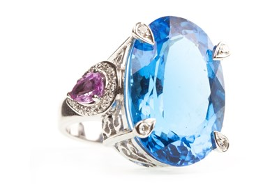 Lot 8-A LARGE GEM SET COCKTAIL RING