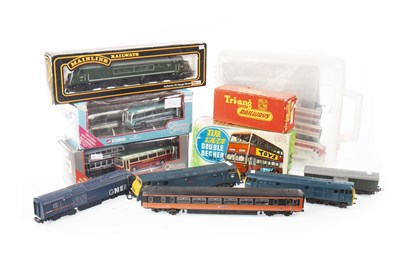 Lot 1561 - A LOT OF LIMA 00 GUAGE LOCOMOTIVES AND OTHER MODEL RAILWAY ITEMS