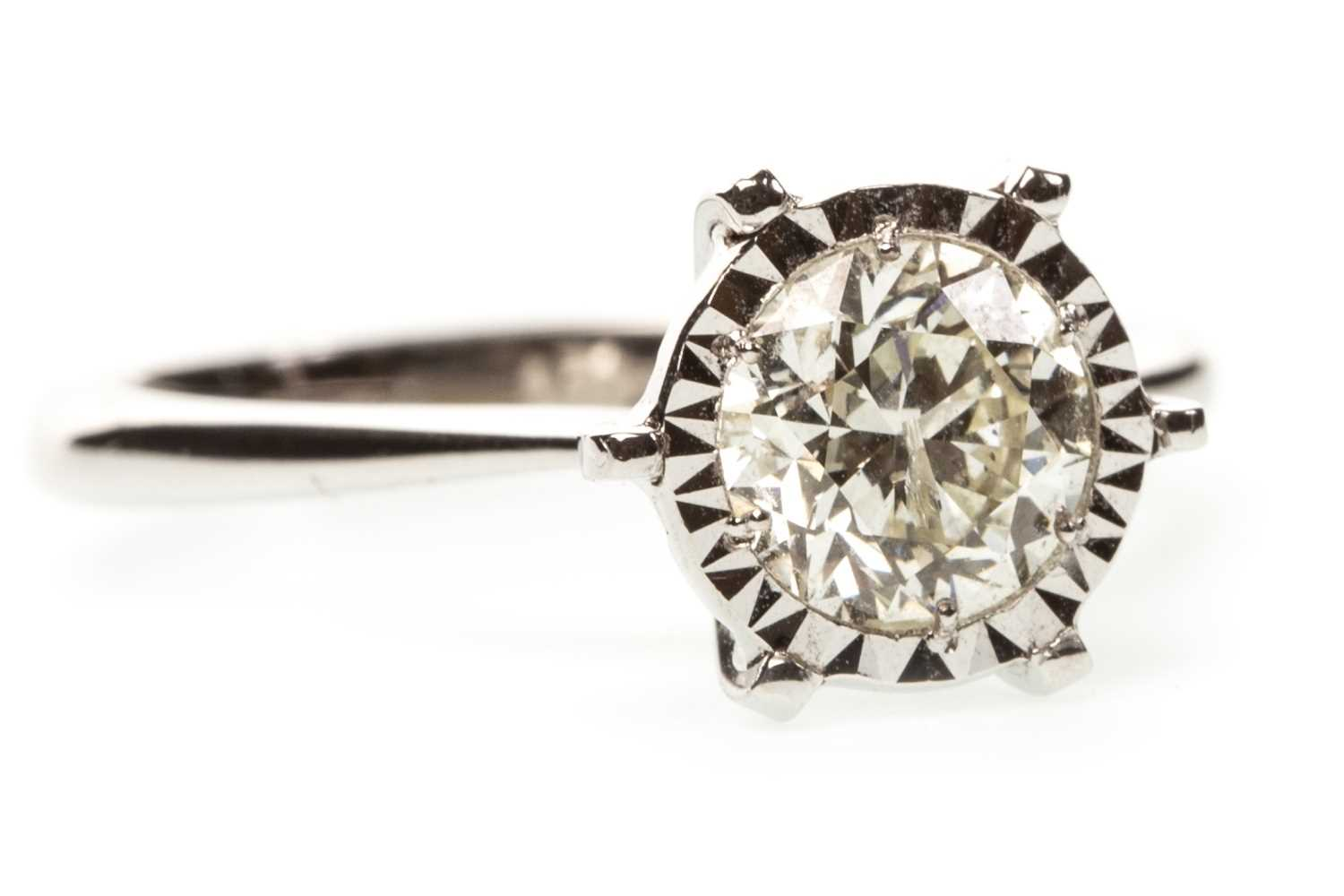 Lot 10-A CERTIFICATED DIAMOND SOLITAIRE RING
