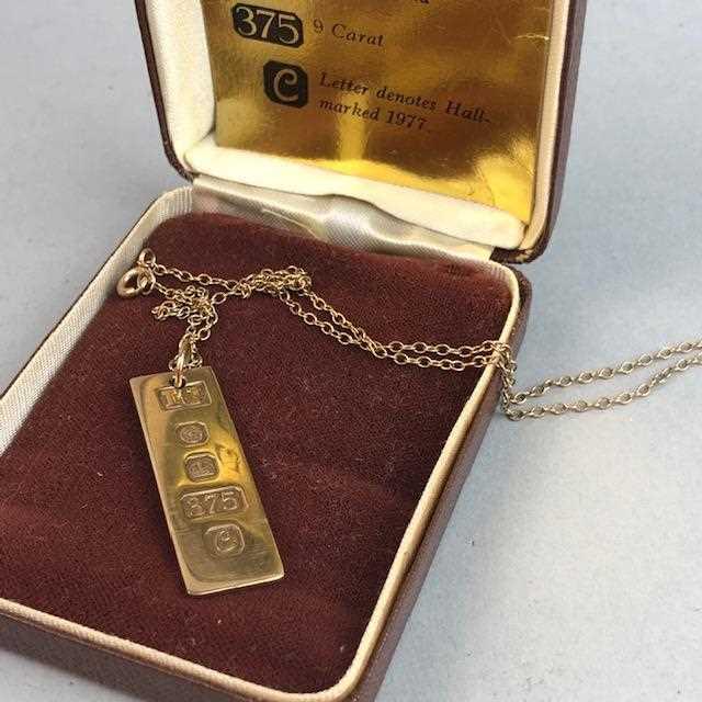 Lot 1-A GOLD INGOT PENDANT ON CHAIN