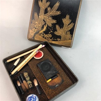 Lot 47 - AN EARLY 20TH CENTURY JAPANESE LACQUERED WRITING BOX