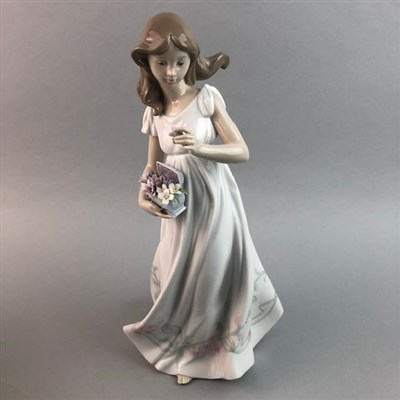 Lot 30 - A LLADRO FIGURE OF A GIRL WITH FLOWERS