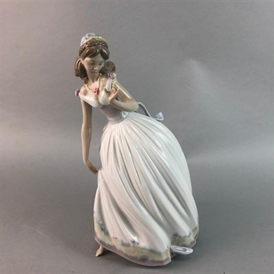 Lot 34 - A LLADRO FIGURE OF GIRL