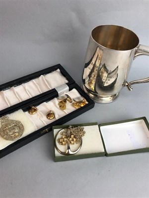 Lot 43 - A LOT OF SILVER AND COSTUME JEWELLERY