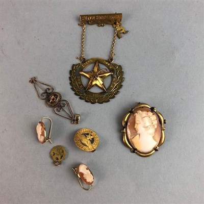 Lot 53 - A LOT OF GOLD AND OTHER JEWELLERY