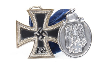 Lot 1614 - A LOT OF TWO WWII THIRD REICH MEDALS