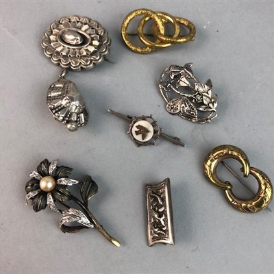 Lot 4-A LOT OF ANTIQUE AND VINTAGE JEWELLERY