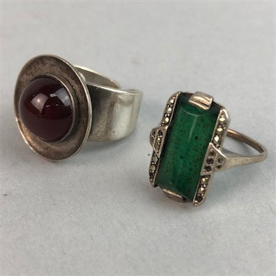 Lot 66 - A LOT OF VINTAGE SILVER AND OTHER RINGS