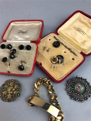 Lot 78 - A LOT OF ANTIQUE AND VINTAGE JEWELLERY