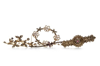 Lot 9-FOUR BROOCHES