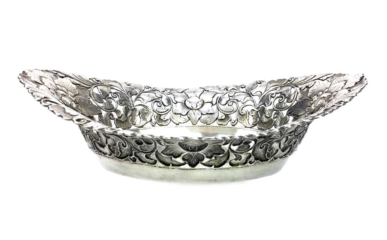 Lot 883-A CONTINENTAL SILVER OVAL COMPORT