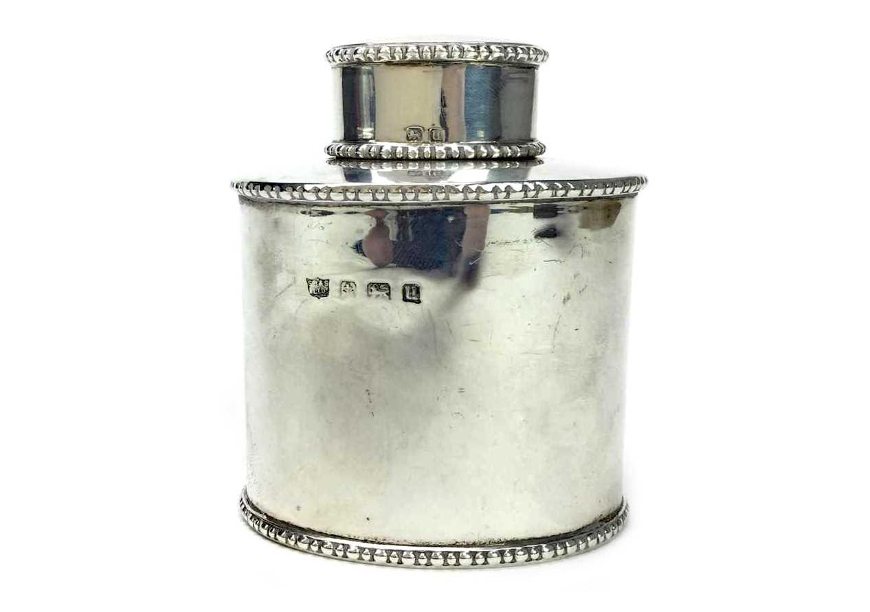 Lot 892 - A GEORGE V SILVER TEA CADDY AND COVER