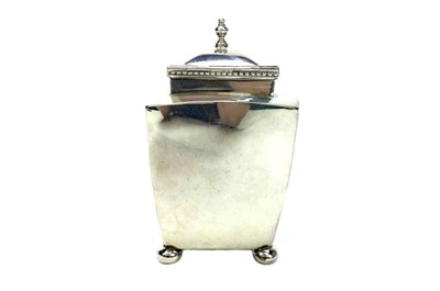 Lot 894 - A GEORGE V SILVER TEA CADDY AND COVER