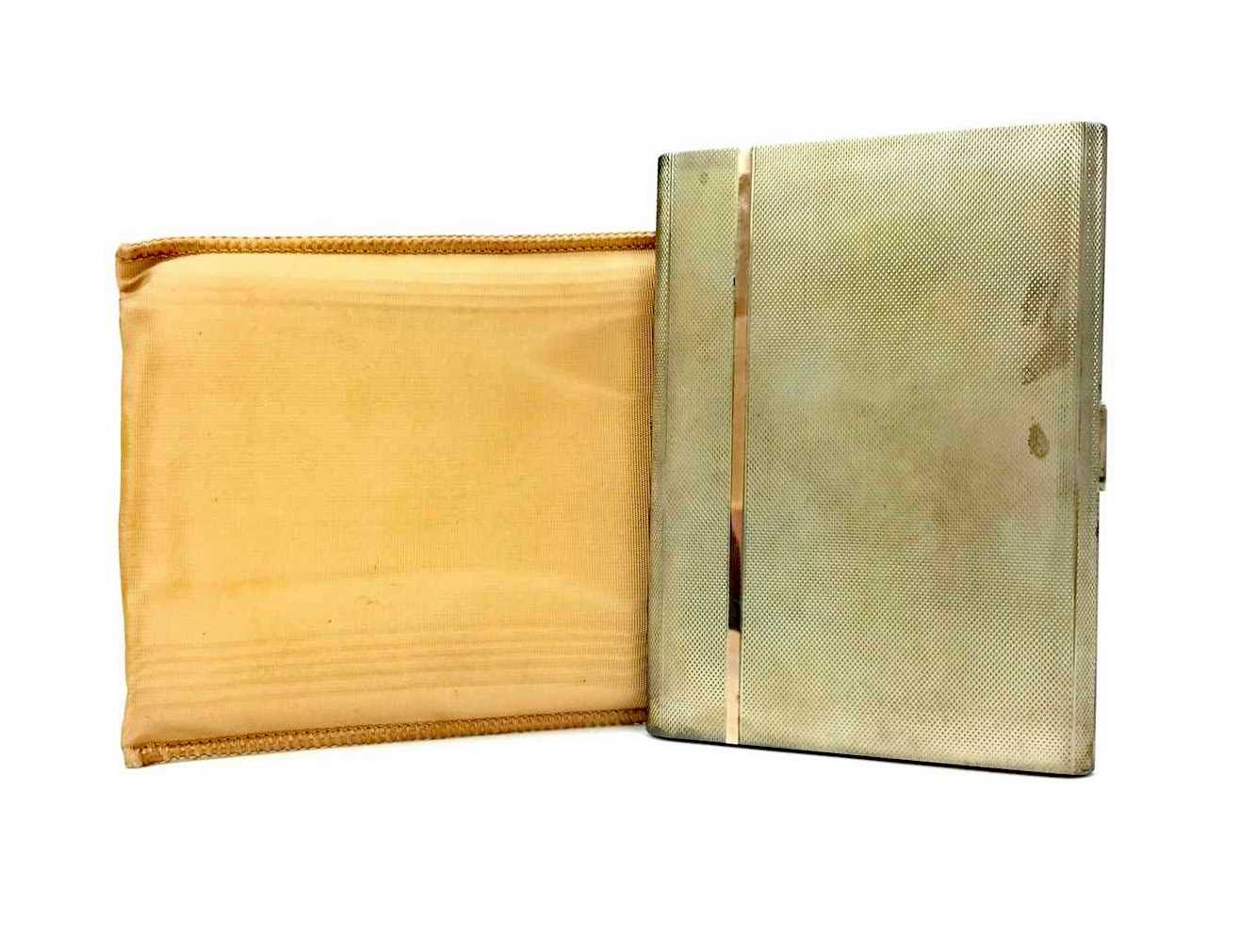 Lot 901 - AN EARLY 20TH CENTURY SILVER CIGARETTE CASE