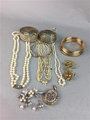 Lot 5-A COLLECTION OF PEARL NECKLACES AND OTHER JEWELLERY