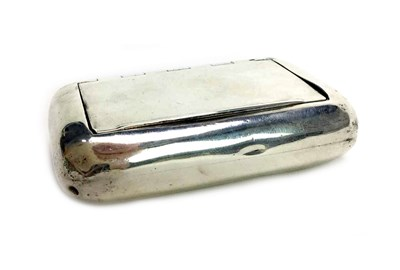Lot 909 - AN EARLY 19TH CENTURY SILVER SNUFF BOX