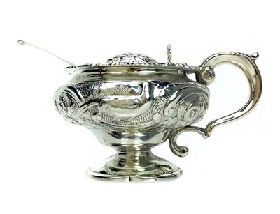 Lot 929 - AN EARLY 19TH CENTURY SILVER MUSTARD POT
