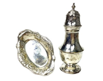 Lot 944 - A SILVER SUGAR CASTER WITH A PIN DISH