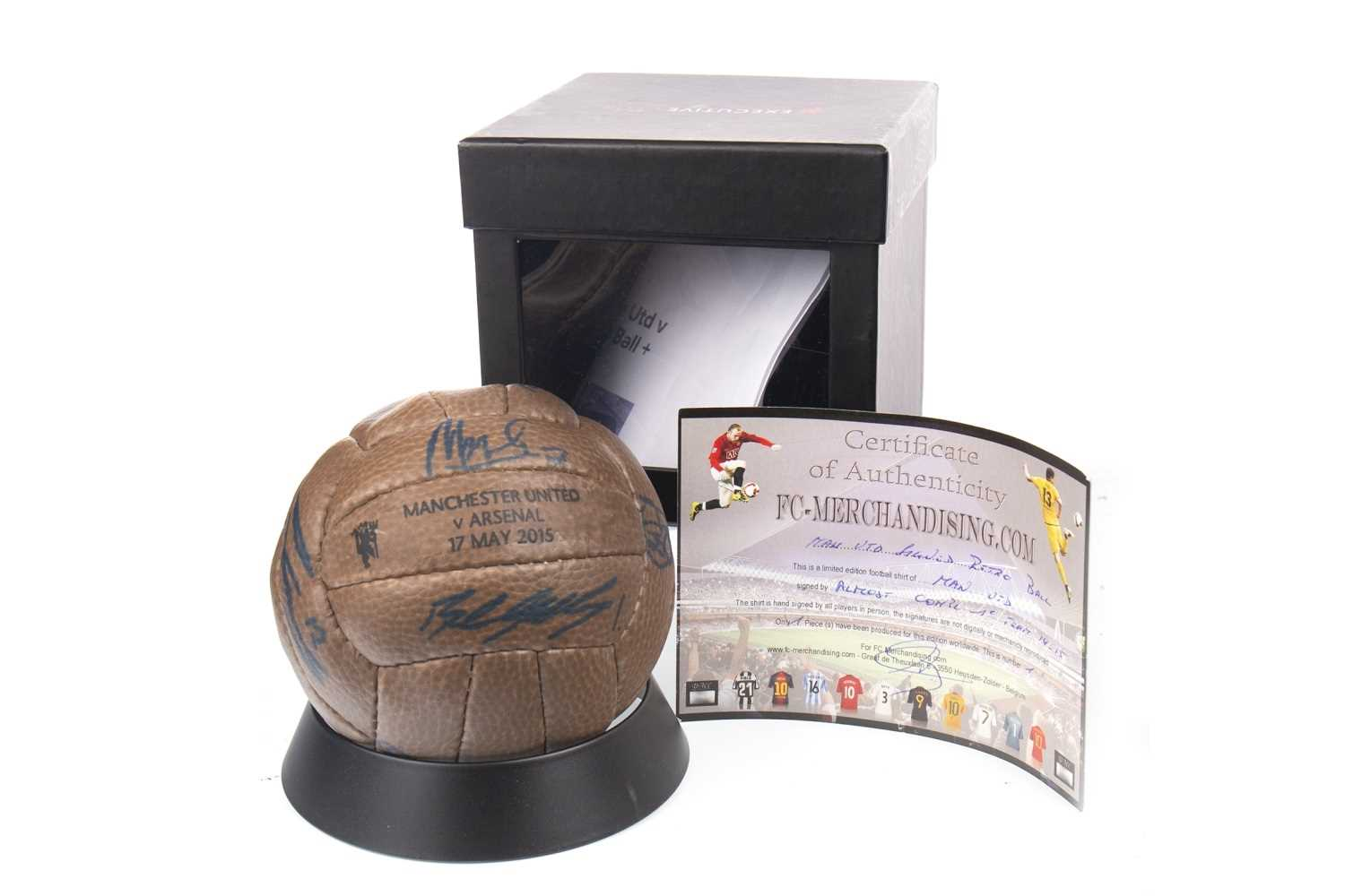 Lot 1849-A SIGNED MANCHESTER UNITED BALL