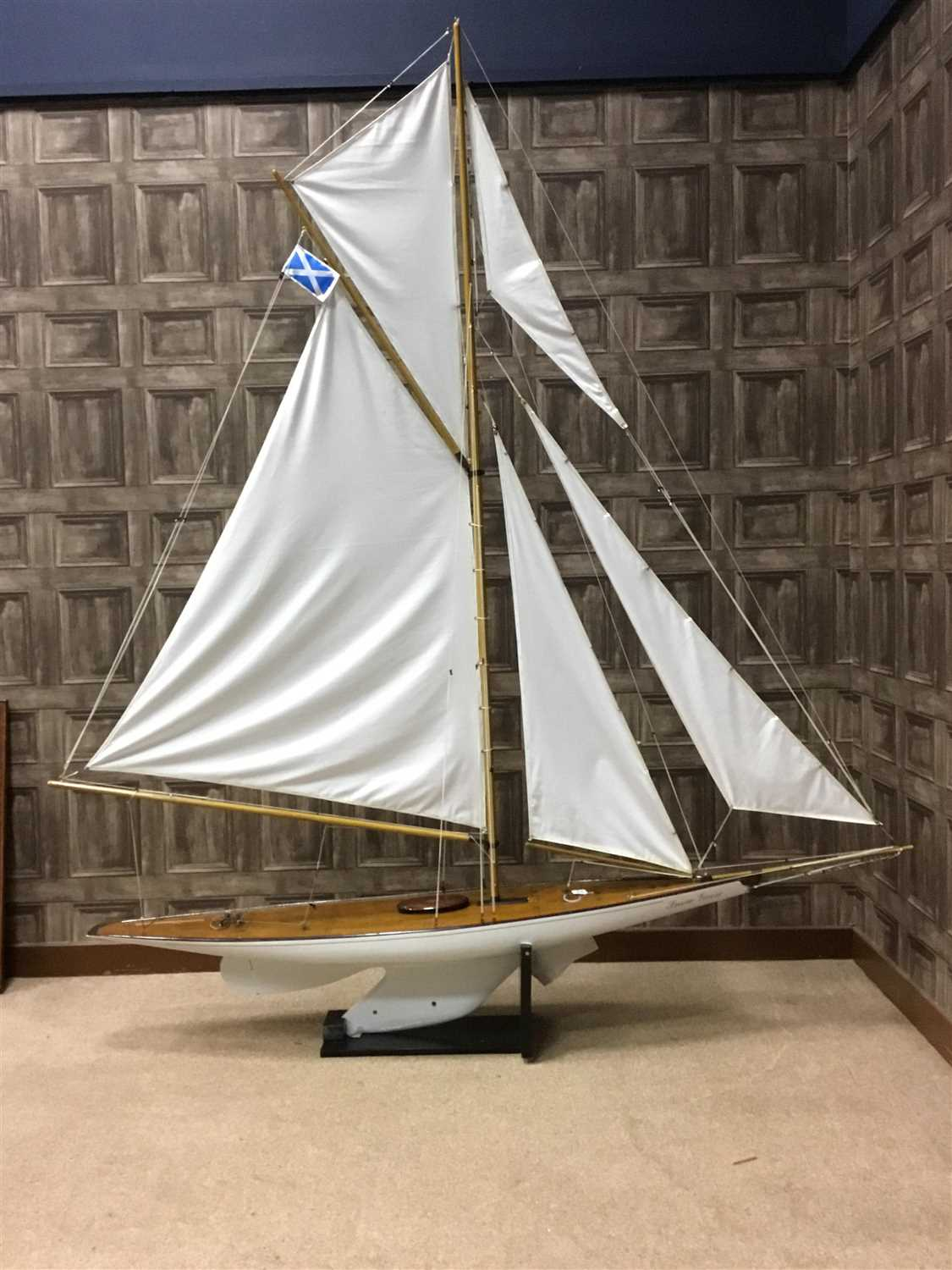 Lot 806-A SCALE YACHT 'SNOW GOOSE'