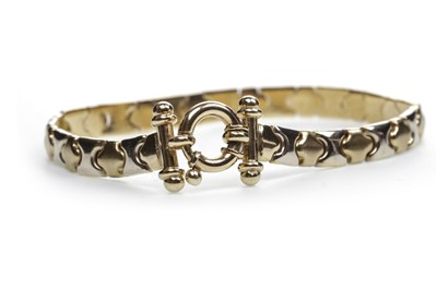Lot 19-A GOLD BI COLOUR BRACELET