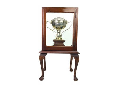 Lot 954 - A GEORGE V SILVER TROPHY IN DISPLAY CABINET