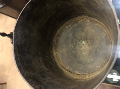 Lot 811-A LATE 17TH/EARLY 18TH CENTURY LIGNUM VITAE WASSAIL BOWL
