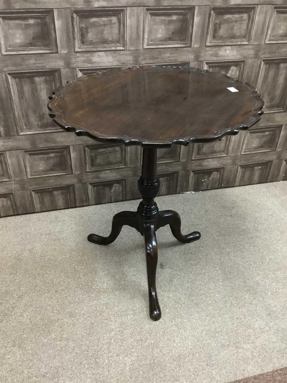 Lot 821-A MAHOGANY CIRCULAR TIP-UP TEA TABLE